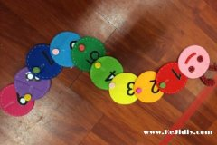 手工布艺毛毛虫玩具简单制作教程