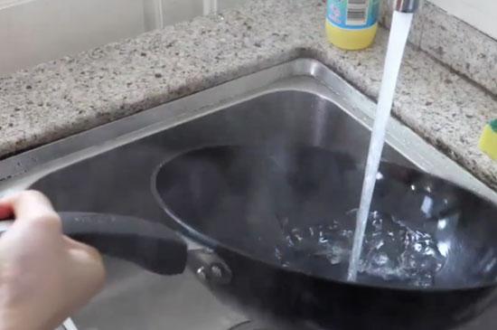 铁锅第一次用怎么处理