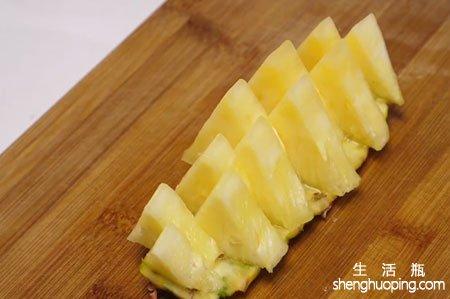 菠萝怎么削皮怎么切才吃的最好吃又方便